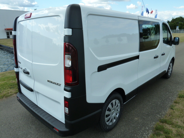 utilitaire renault trafic d 39 occasion 10 kilom tres diesel pas cher avec gruau occasions. Black Bedroom Furniture Sets. Home Design Ideas