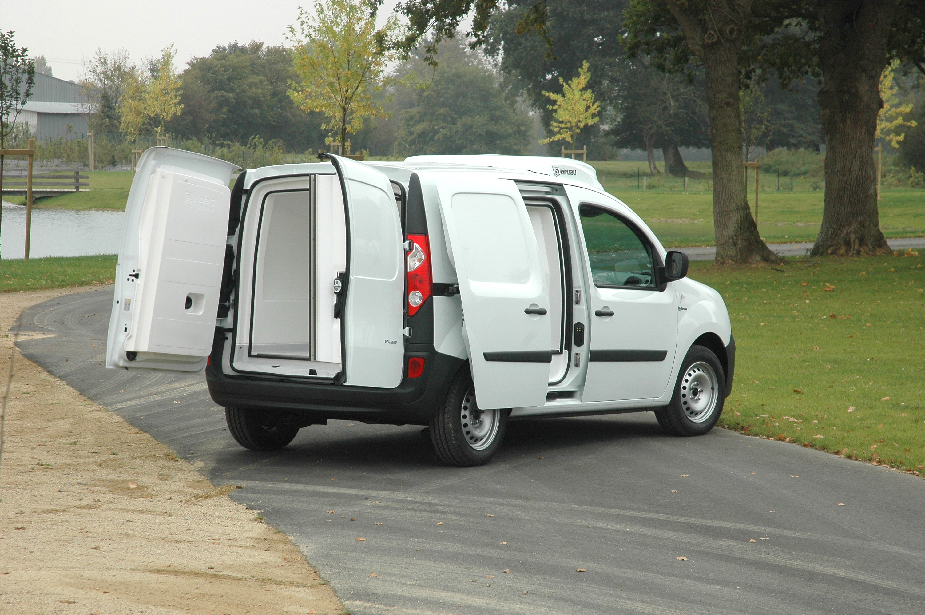 utilitaire renault d 39 occasion 37939 kilom tres diesel v hicule isotherme frigorifique pas. Black Bedroom Furniture Sets. Home Design Ideas