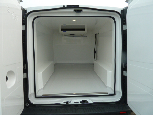 utilitaire renault trafic d 39 occasion 48820 kilom tres diesel v hicule isotherme. Black Bedroom Furniture Sets. Home Design Ideas