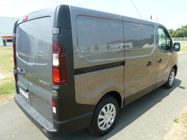 utilitaire renault d 39 occasion 1000 kilom tres diesel. Black Bedroom Furniture Sets. Home Design Ideas